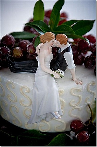 on the cake with grapes