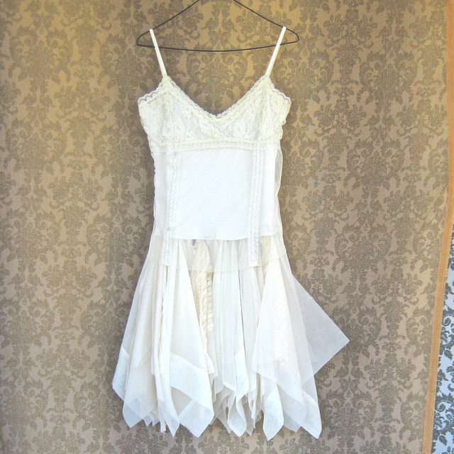 Weddings on a budget buying used dresses wineryweddings for Buy used wedding dresses online